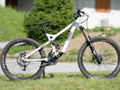 Commencal Supreme FR 2  2013 Mountain Bike Review