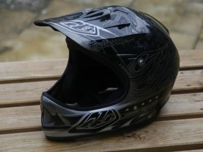 Troy Lee Designs D2 Carbon  2010 Mountain Bike Review