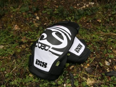 iXS Sports Division Hack Knee Pads  2010 Mountain Bike Review