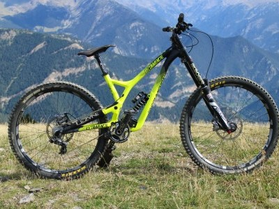 Commencal Supreme DH V4  2016 Mountain Bike Review