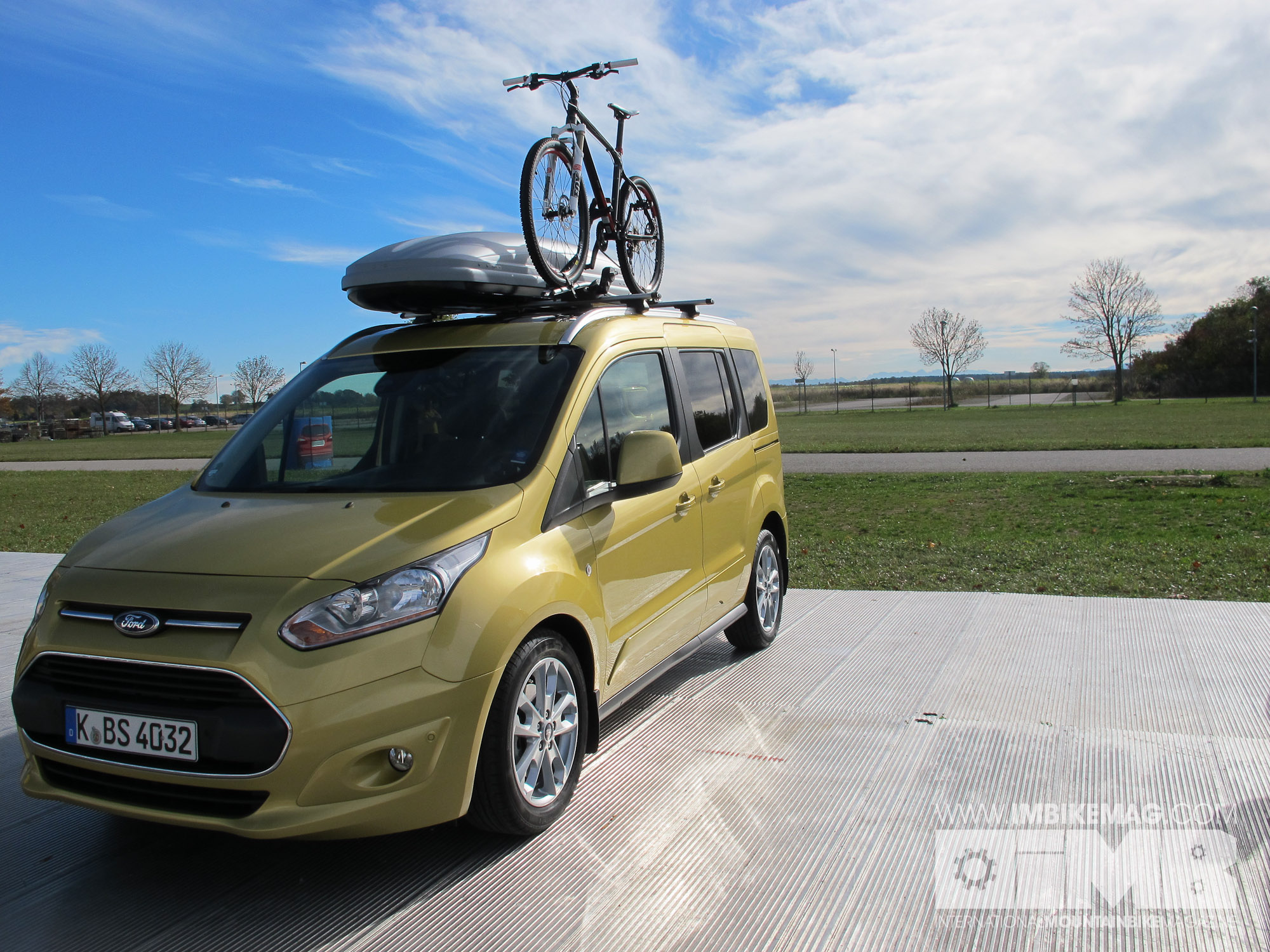 ford tourneo connect new contender for bike adventure. Black Bedroom Furniture Sets. Home Design Ideas