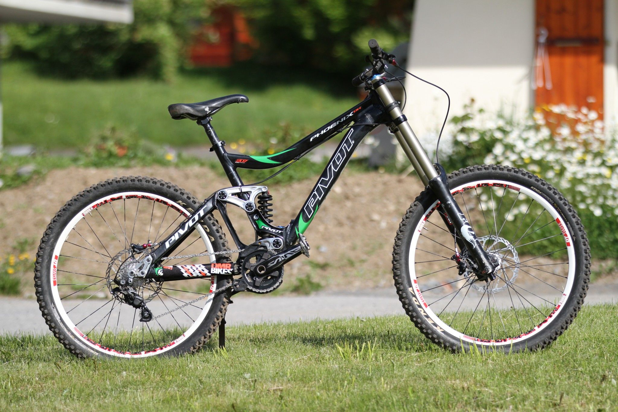 Pivot Cycles Phoenix DH 2013   Mountain Bike Reviews » Bikes » DH