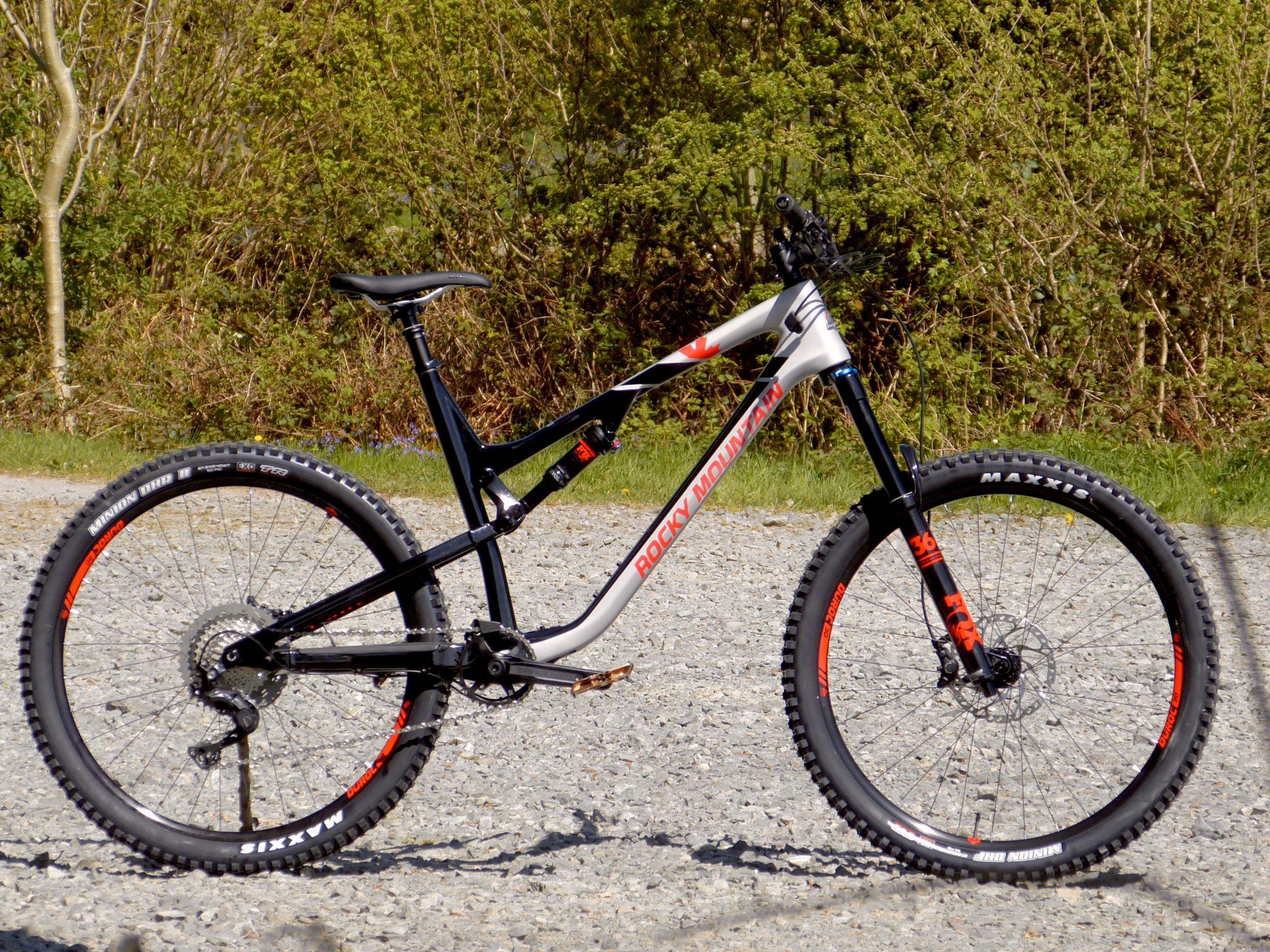 Rocky Mountain Bicycles Altitude Carbon 50 2017 Mountain Bike